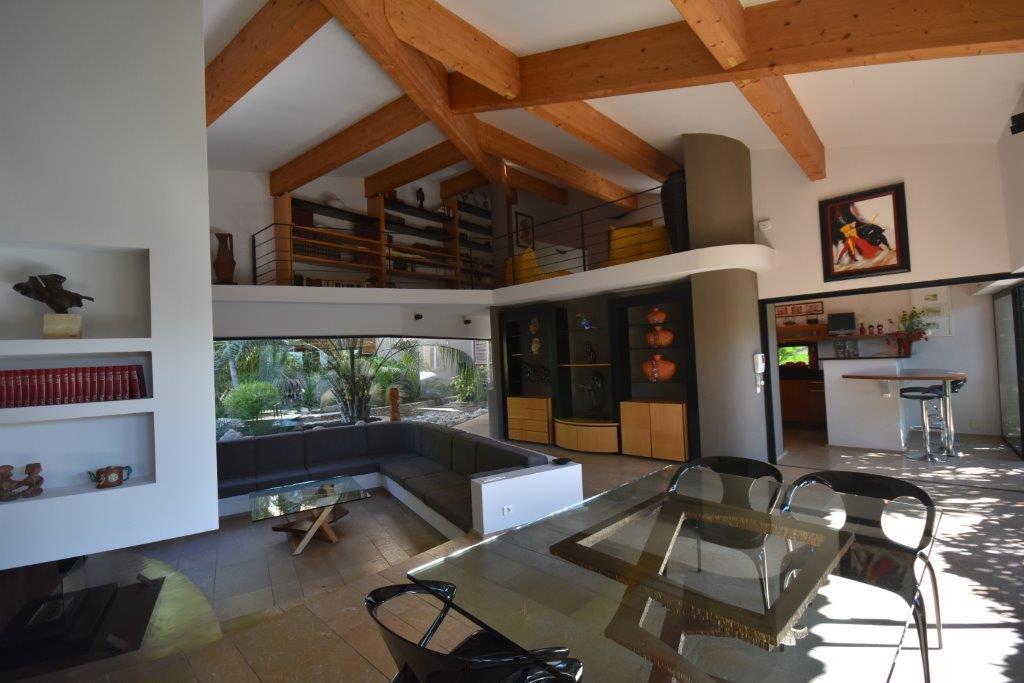 vente aubagne. Black Bedroom Furniture Sets. Home Design Ideas